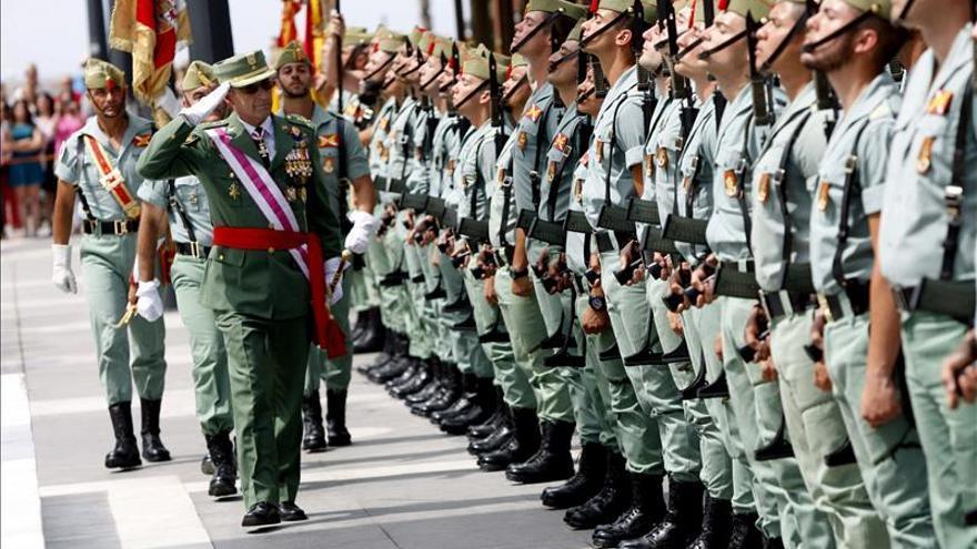 Más de 600 civiles piden jurar la bandera en Barcelona, un récord en España