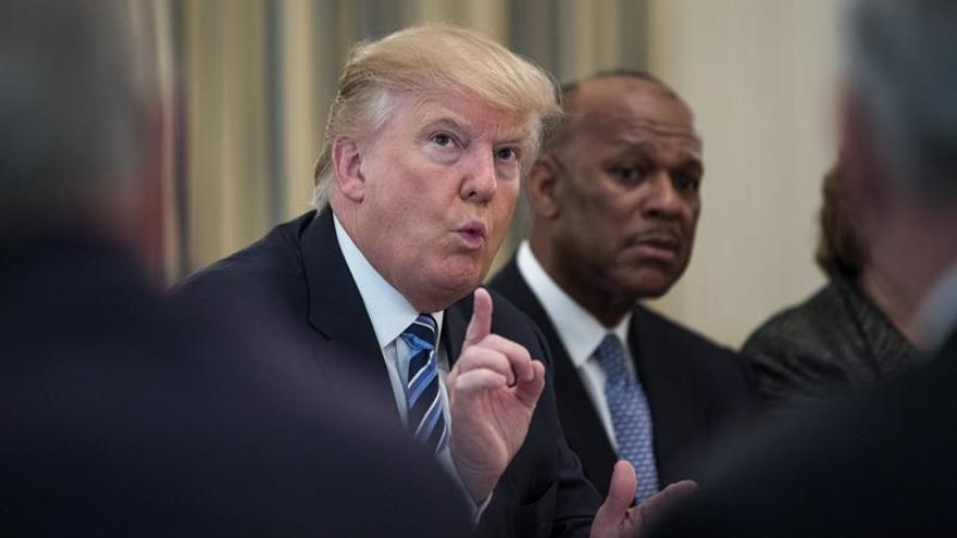 """Trump acusa al senador McCain de """"alentar al enemigo"""" por criticar una operación en Yemen"""