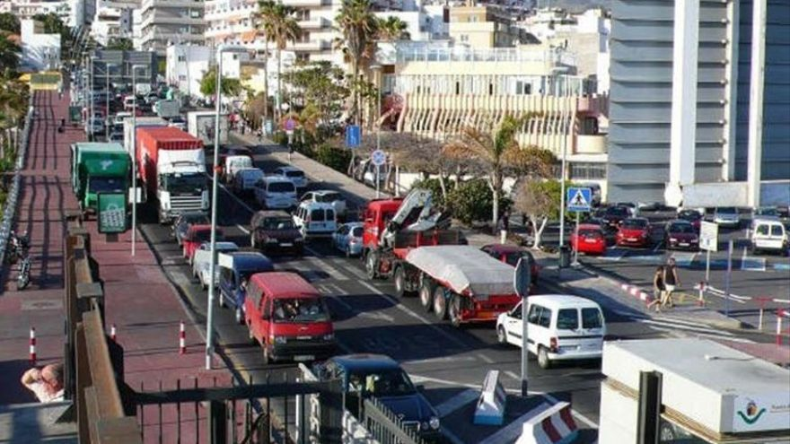 Recuerda que esta congestión afecta desde hace años a miles de residentes y turistas en sus viajes entre islas.