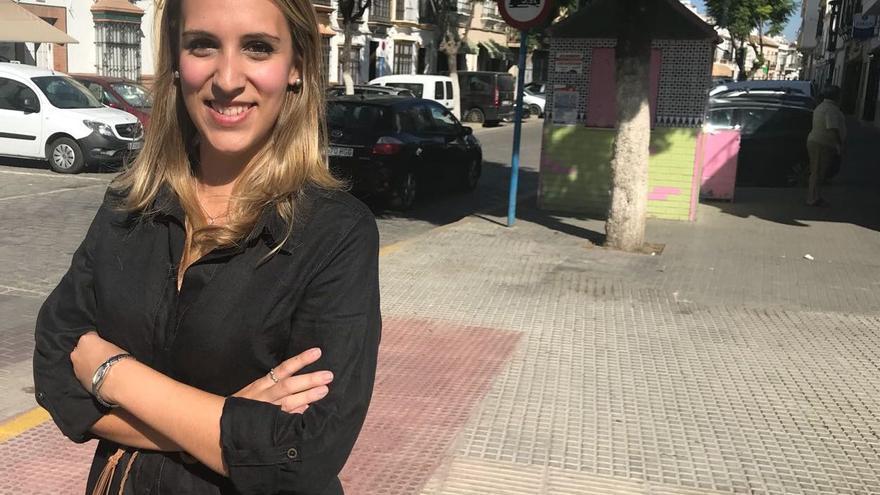 María del Carmen, en una calle de su pueblo, Arahal.