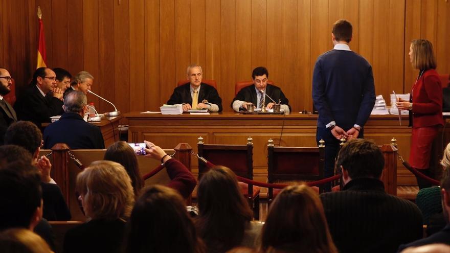 """Peritos aprecian """"afectación sexual"""" en el joven que denunció al padre Román por supuestos abusos"""