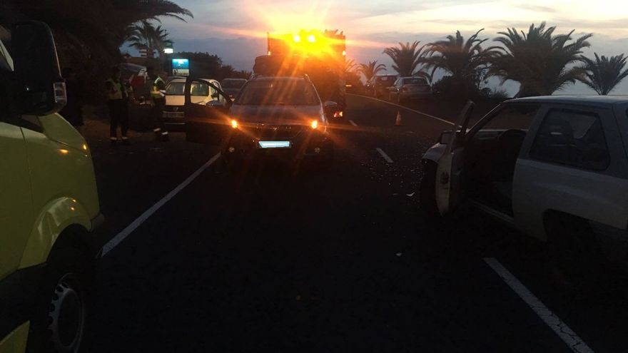 Imagen del accidente de tráfico registrado en la tarde-noche del sábado, 31 de marzo, en la carretera de Puerto Naos (Los Llanos de Aridane)