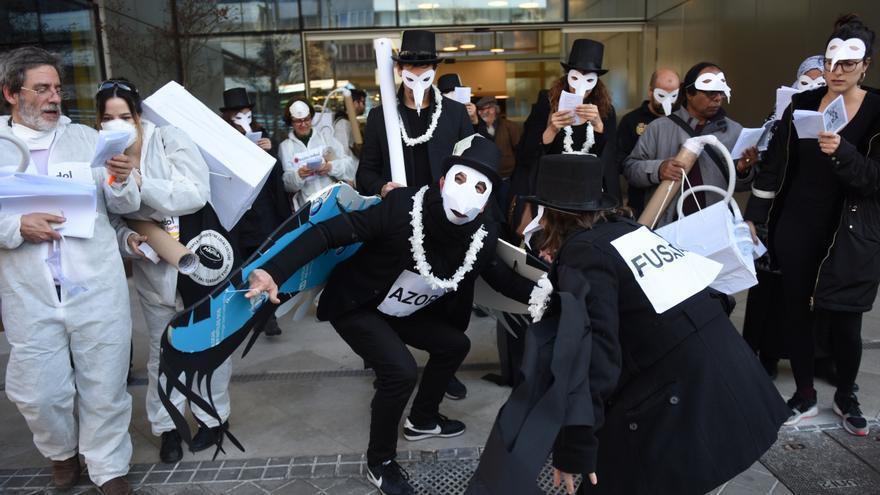 Imágenes de la protesta contra el fondo que ha comprado un bloque en Lavapiés
