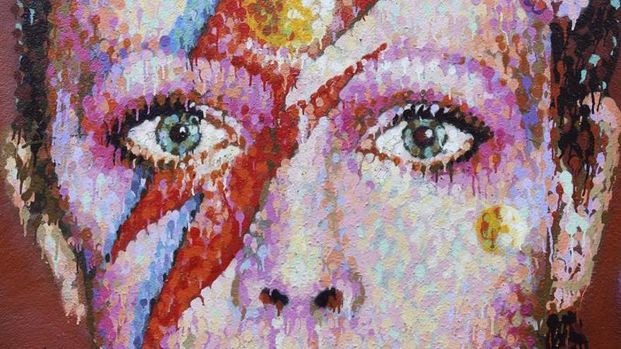 Un mural de David Bowie