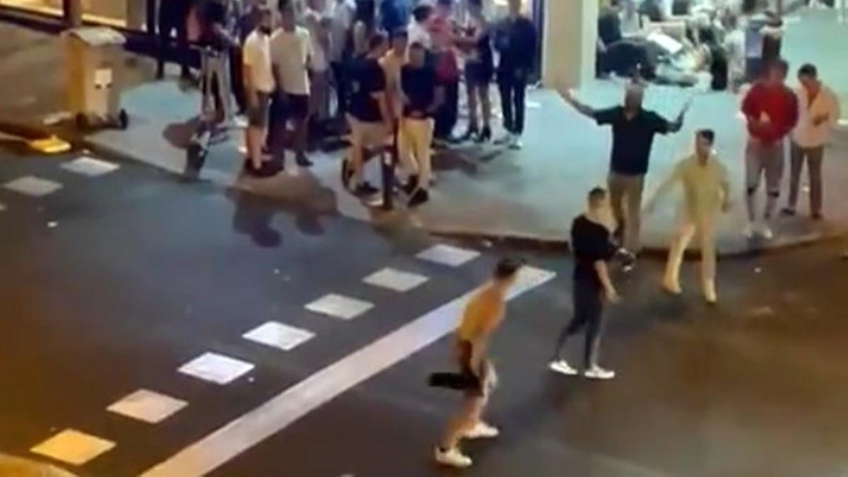 Un momento de la pelea en el cruce de Hilarión Eslava con Fernández de los Ríos
