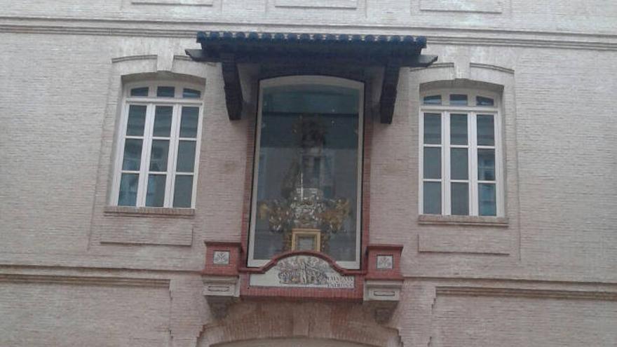 La Virgen Cigarrera en el edificio de Tabacalera
