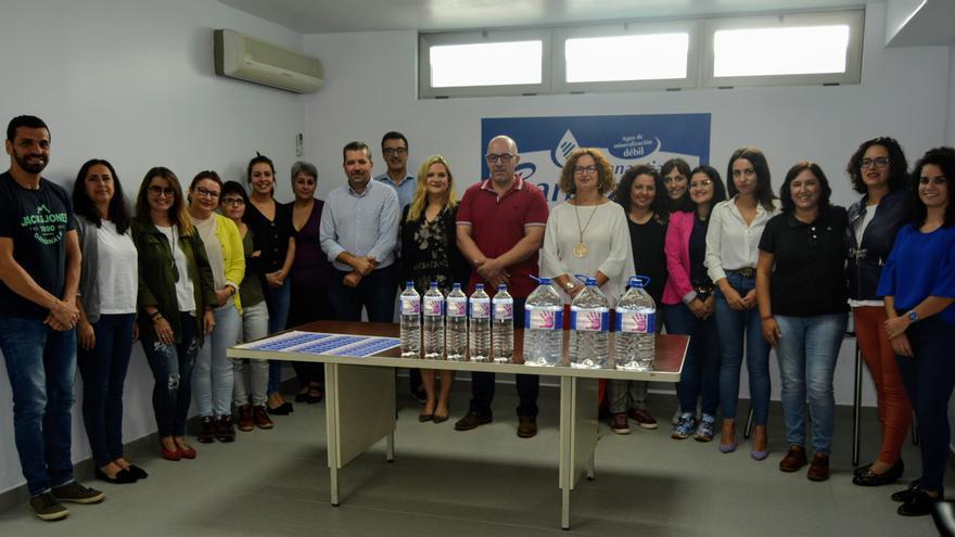 Visita de cargos públicos y asociaciones de igualdad a Aguas La Palma.