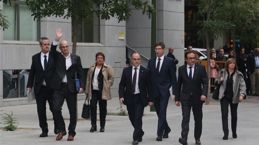 Los exconsellers Joaquim Forn (Interior), Raül Romeva (Exteriores),  Dolors Bassa (Trabajo), Jordi Turull (Presidencia), Carlos Mundó (Justicia), Josep Rull (Territorio) y Meritxell Borràs (Gobernación), de izquierda a derecha, a su llegada a la Audiencia Nacional este 2 de noviembre.