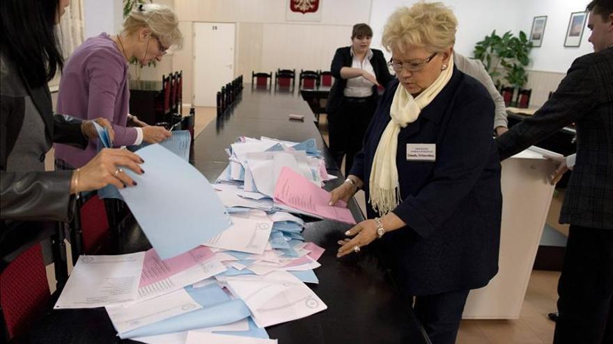 Polémica en Polonia por el retraso en el recuento de votos tras las elecciones locales