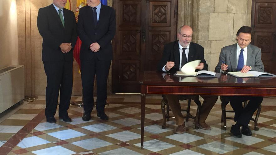 José Ugaz, presidente de Transparencia Internacional, Ximo Puig, Manuel Alcaraz y Jesús Lizcano, presidente de Transparencia Internacional España.