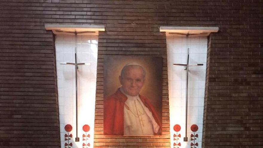Un mechón de Juan Pablo II se venera en una pequeña parroquia de Aragón
