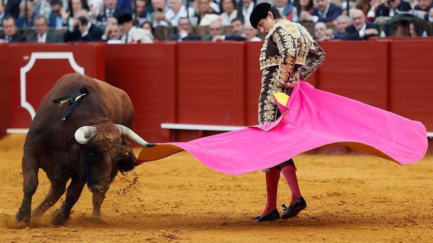 Roca Rey corta una oreja y enseña sus credenciales en Sevilla