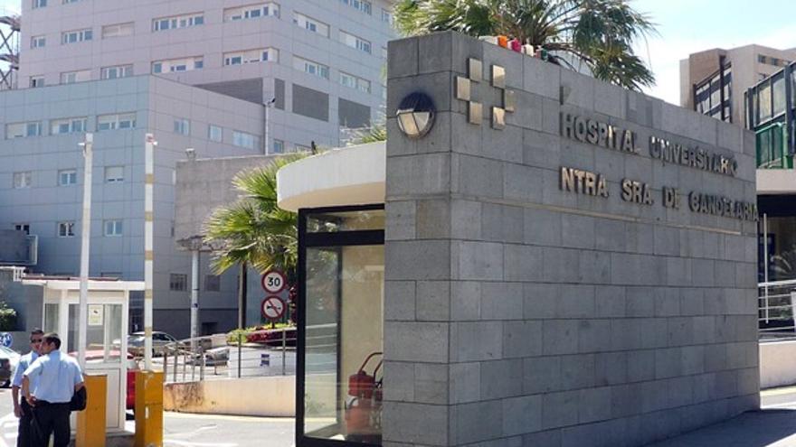 La joven ha ingresado en el hospital de la Candelaria, en Santa Cruz