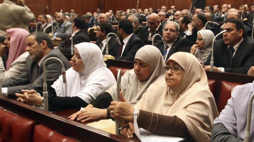 Los diez nuevos ministros del gobierno egipcio juran ante for Ministros del gobierno