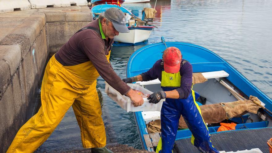 Pescadores de la Cofradía de Las Nieves.