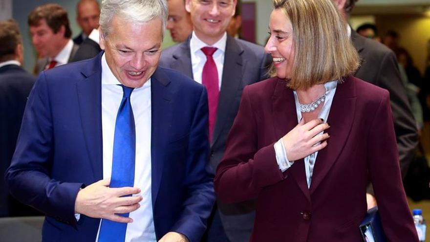 La UE respalda el embargo de armas a Venezuela y las sanciones selectivas