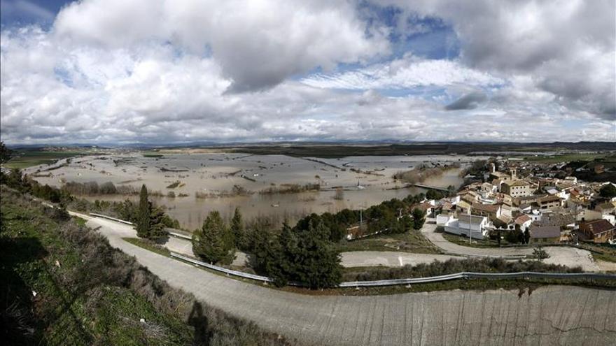 La crecida del Ebro ya ha superado Castejón y se acerca a Tudela