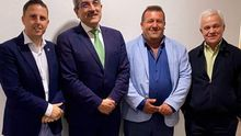 El presidente de NC, Román Rodríguez, su máximo representante en Fuerteventura, Alejandro Jorge, el secretario de organización del partido, Carmelo Ramírez, y el líder de Alternativa Local por Antigua, Matías Peña.
