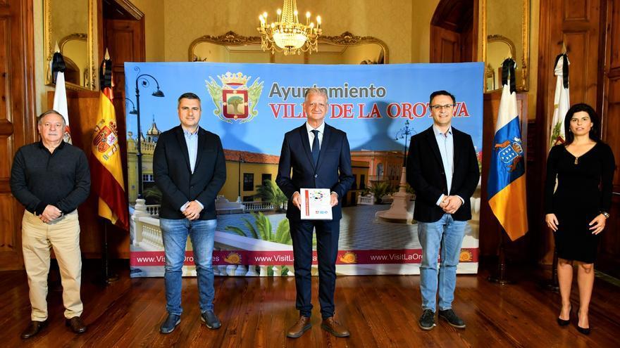 El alcalde de La Orotava, Francisco Linares, con los restantes portavoces de los grupos municipales, tras la presentación del pacto para la reactivación de la Villa.
