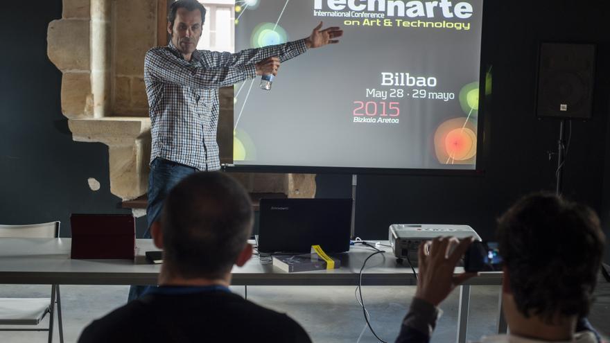 Jon Astorquiza, director de Technarte, cerró el ciclo con una charla en la que hizo hincapié en la necesidad de unir creación artística con desarrollo tecnológico. | JOAQUÍN GÓMEZ SASTRE