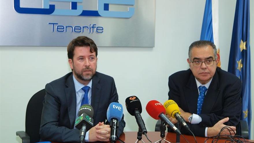 El presidente del Cabildo, Carlos Alonso, y el presidente de la Ceoe-Tenerife, José Carlos Francisco