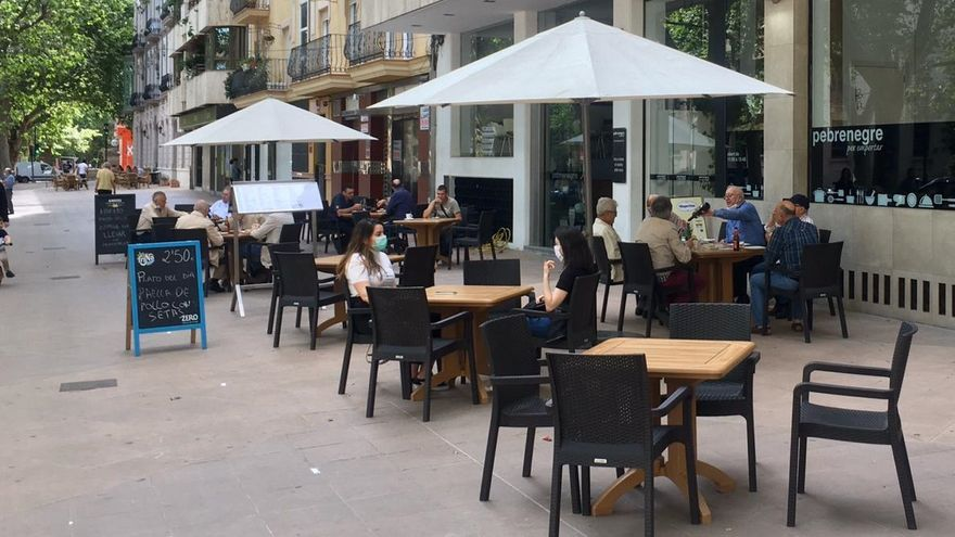 Empiezan a abrir las primeras terrazas de bares y restaurantes en las zonas en fase 1 de desconfinamiento