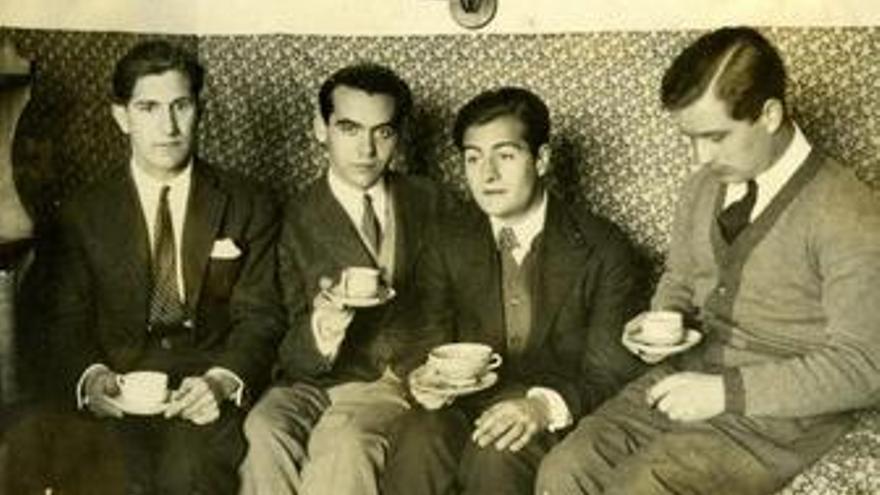 José Bello, Federico García Lorca, Juan Centeno Y Louis Eaton Daniel En Una Habi