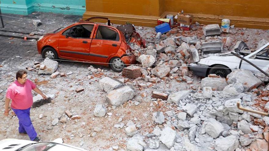 Kuczynski ofrece a Peña Nieto ayuda tras el fuerte terremoto en México