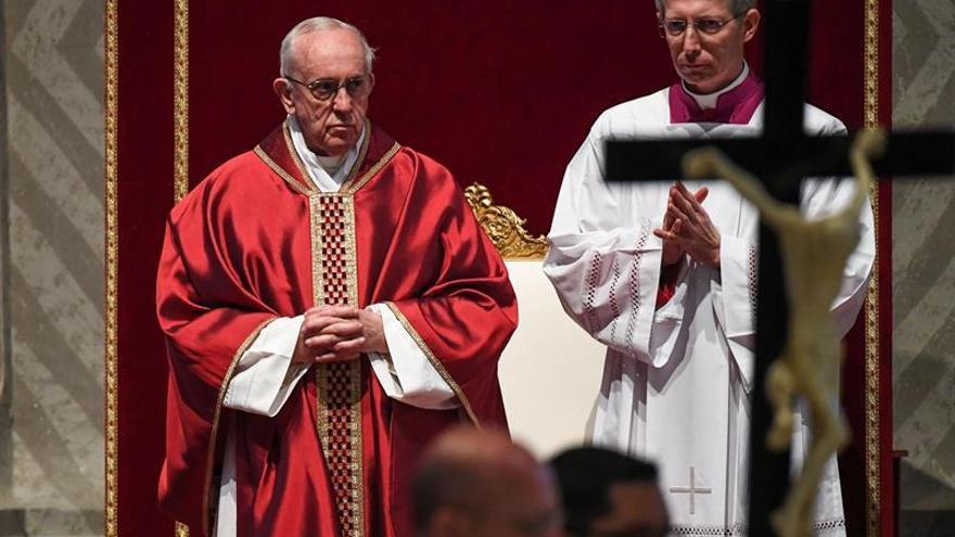"""Predicador del Papa dice que todo fluctúa, hasta """"la distinción entre sexos"""""""
