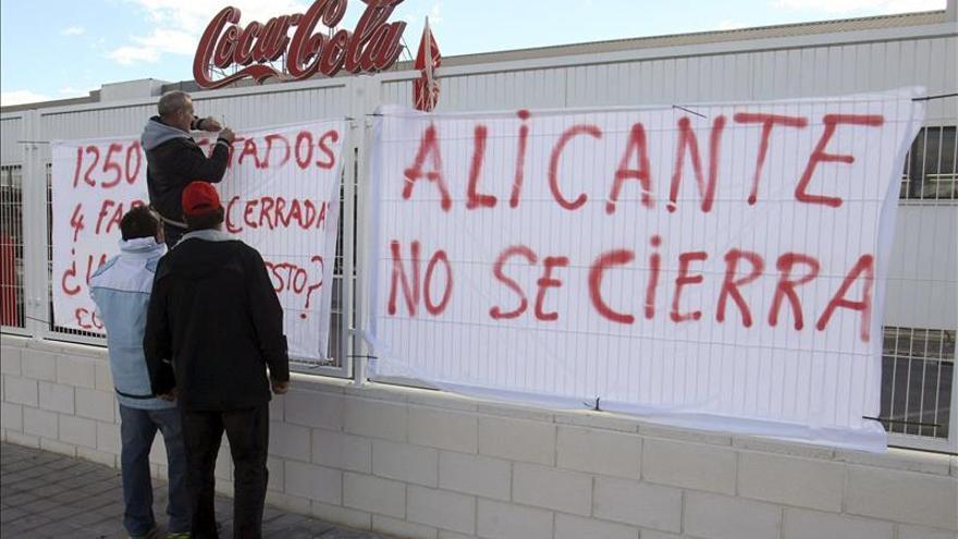 Paro indefinido a partir de febrero en la planta de Coca Cola de  Alicante