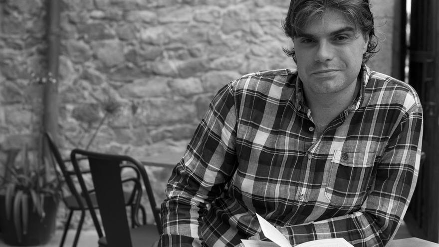 El escritor Marcos Pereda colabora semanalmente en eldiario.es Cantabria.