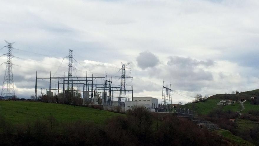 Vecinos y ecologistas denuncian los impactos de la subestación eléctrica de Fuente Las Varas en Solórzano