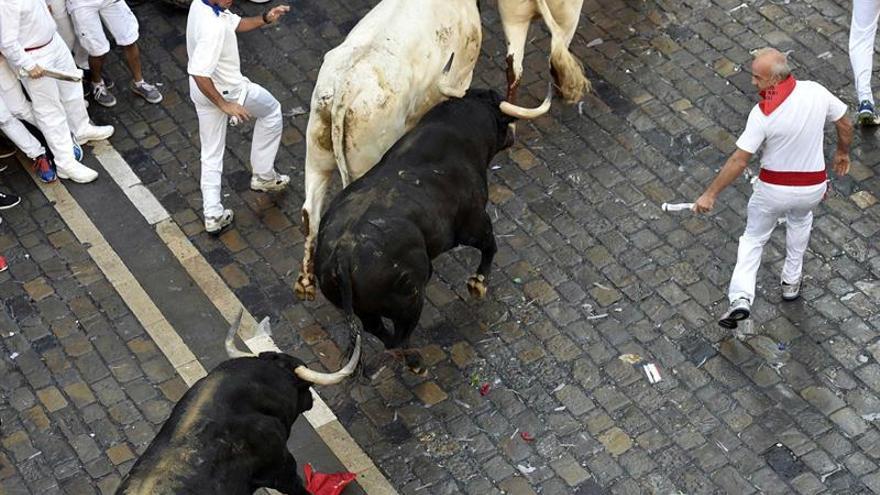 Al menos cinco heridos por asta de toro en un encierro largo y muy peligroso