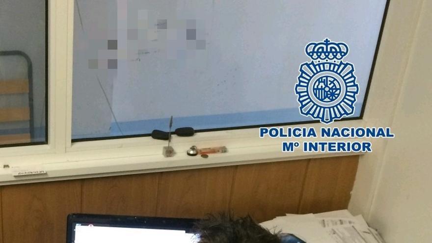 Agente de la Policía Nacional, en una imagen cedida por el cuerpo de seguridad