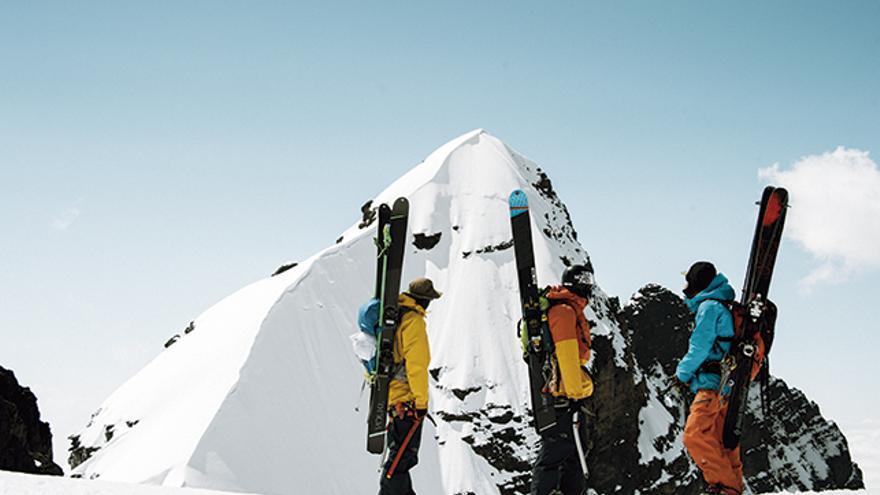 Fraser, Johnny y Sam eligen las líneas para el descenso.