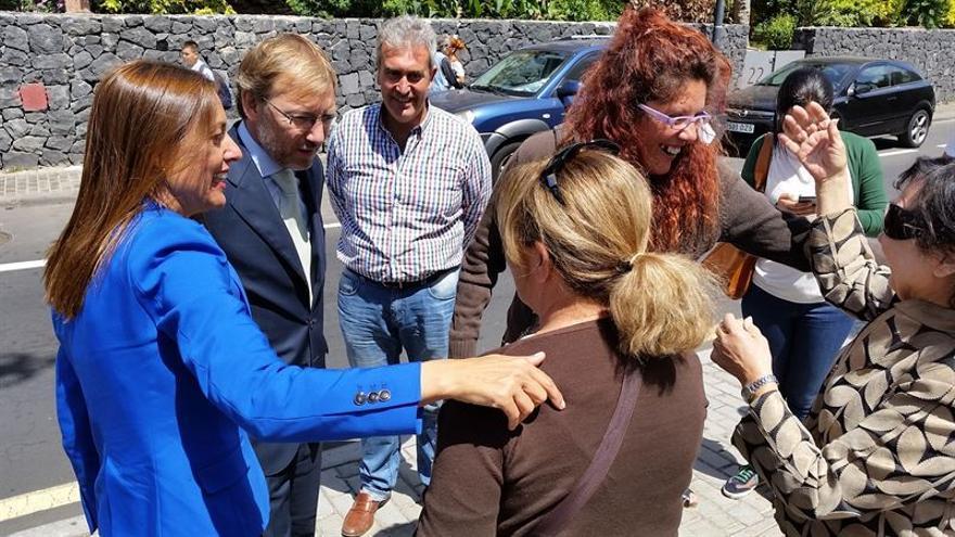 El director general Vivienda y Suelo del Ministerio de Fomento, Juan Van-Halen, junto a Crisitna Tavío.