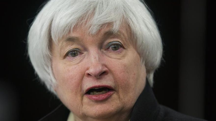 La Fed ve optimismo en EE.UU. pese al leve freno del gasto de los consumidores