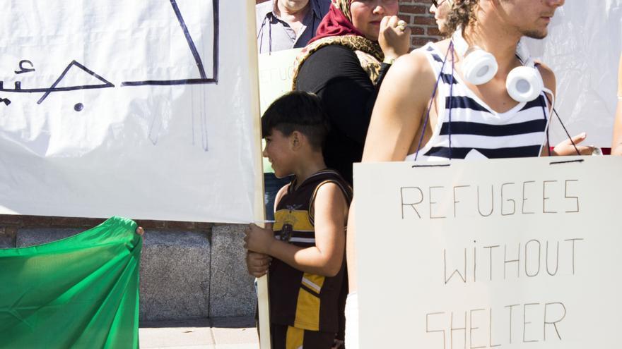 """Carteles de """"Refugiados sin Refugio"""" en la manifestación frente a la Secretaría de Estado de Inmigración. Foto: A.O."""
