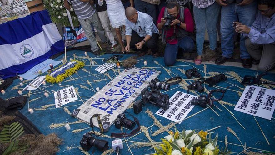 Homenajean al periodista asesinado durante una protesta en Nicaragua