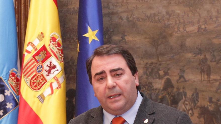 """El alcalde de A Coruña califica de """"oportuna y normal"""" la renuncia de Ángel Currás como concejal"""