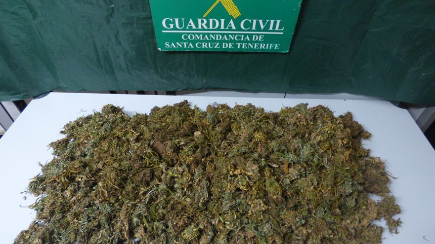 Imagen de la marihuana intervenida. Foto cedida por la Guardia Civil.