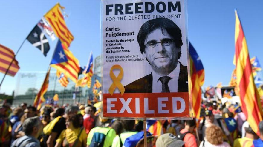 Manifestación independentista en Estrasburgo reclamando que Puigdemont pueda ejercer como eurodiputado