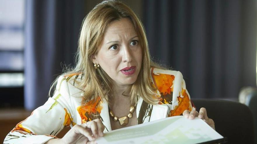 La consejera de Hacienda y vice presidenta del Gobierno de Canarias, Rosa Dávila, durante la entrevista que ha concedido a la agencia EFE. EFE/Ramón de la Rocha