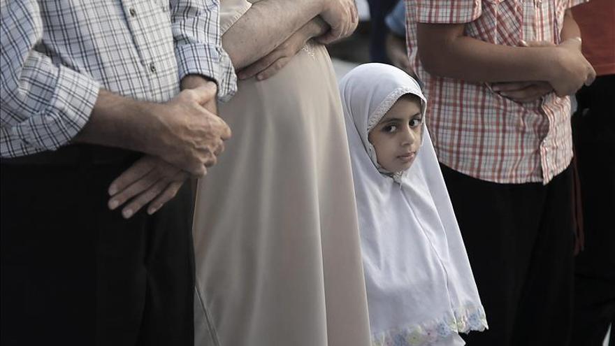 Unos 60.000 palestinos rezaron hoy en Al Aqsa por la Fiesta del Sacrificio