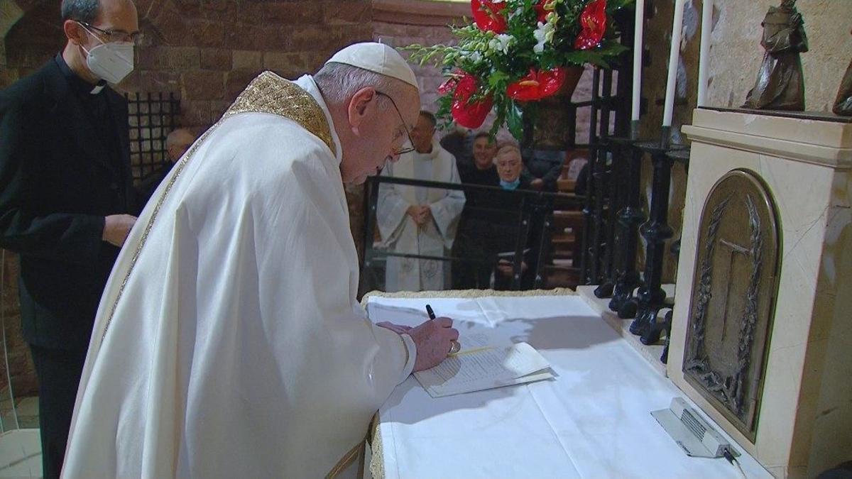 El Papa firmó 'Fratelli Tutti' en Asís