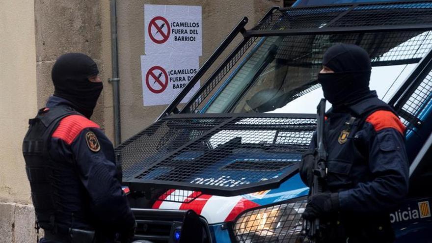 Los Mossos buscan a otros 20 responsables de los narcopisos de Barcelona