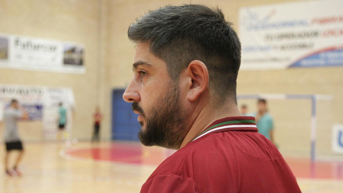 Josan González durante el partido en Manzanares.