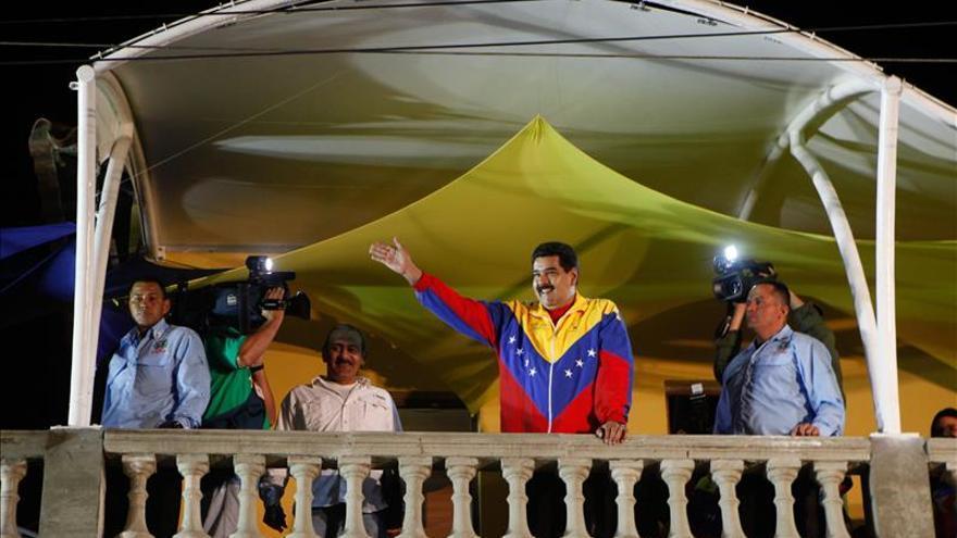 Maduro pide a la fuerza armada estar alerta con embajada de EE.UU. en Venezuela