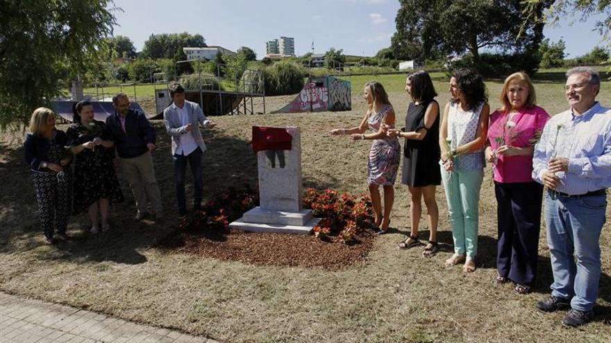 Una placa recuerda en un parque de skate de Ferrol a Ignacio Echeverría