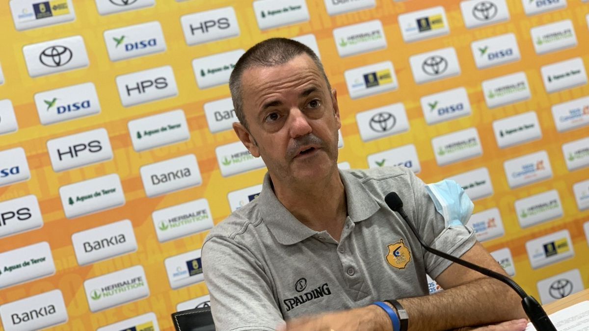 El entrenador claretiano, en rueda de prensa